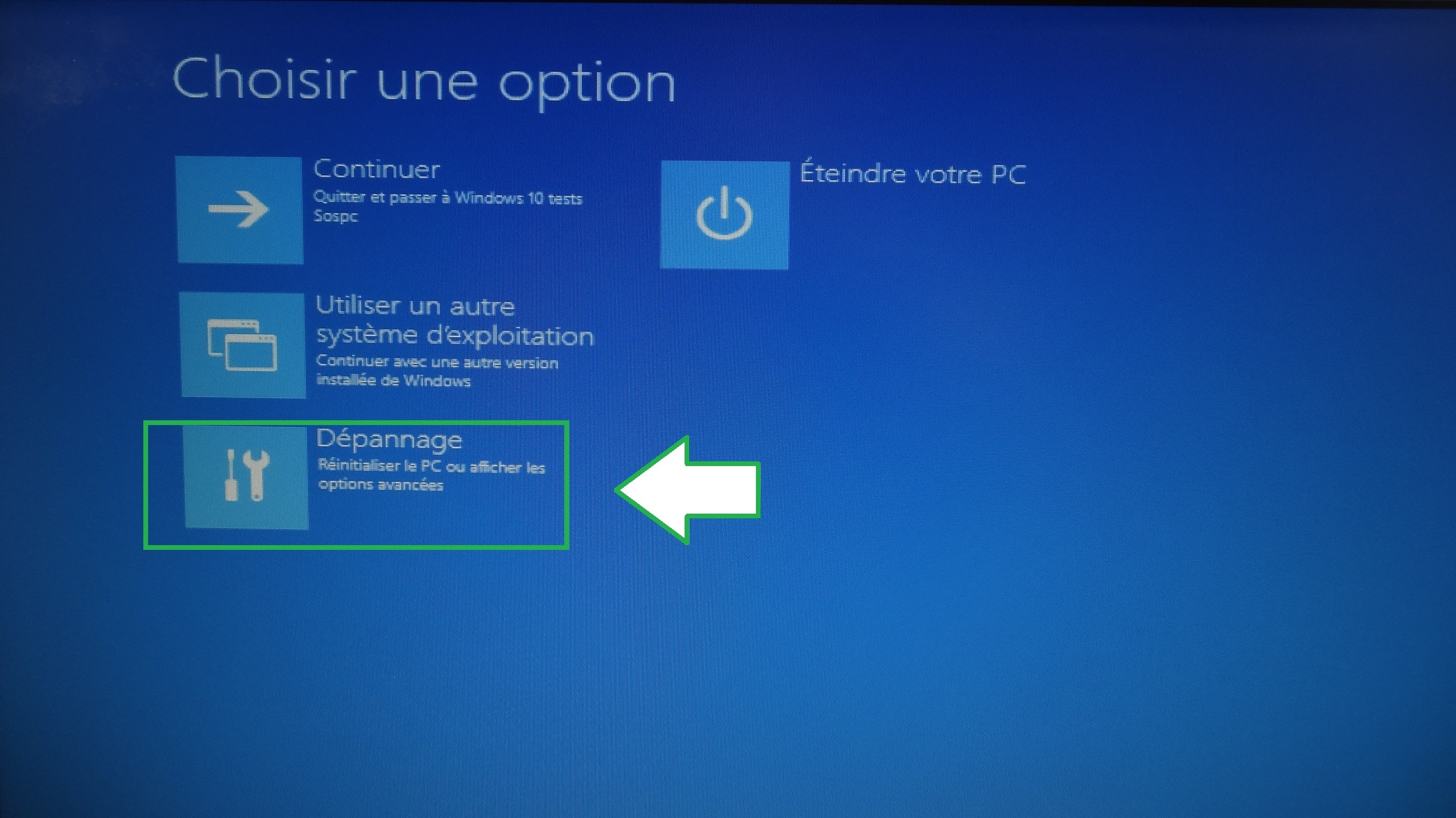 ecran noir demarrage windows 10